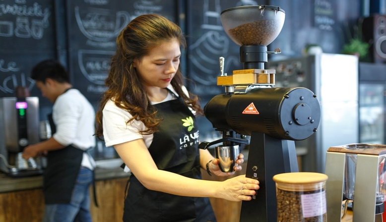 Essential skills newbies can learn while starting to work in a coffee shop